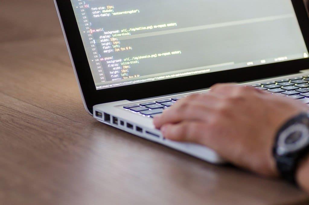 Выбор между Pythonили PHP