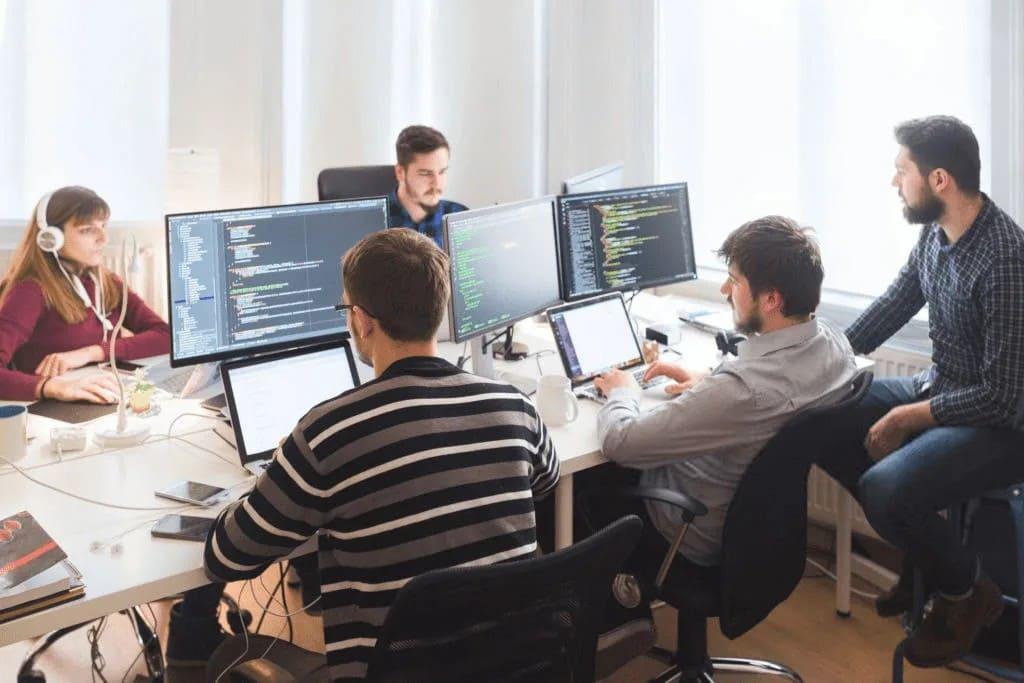 нужно нанять команду разработчиков